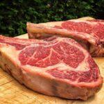 ¿Imbatible o peligrosa? La carne, en el asador